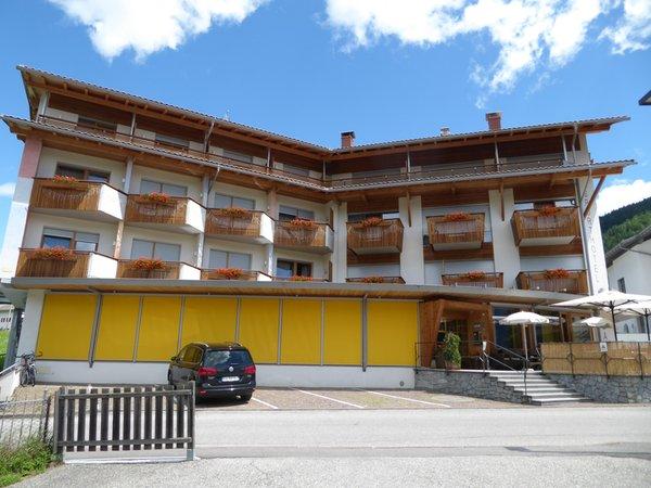 Foto esterno in estate Sporthotel Rasen