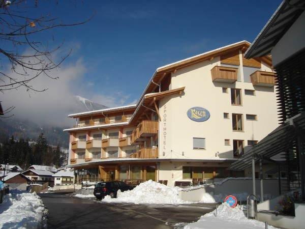 Foto esterno in inverno Sporthotel Rasen