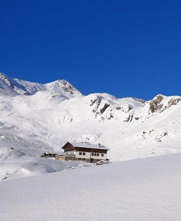 Winter Präsentationsbild Berghütte Sesvenna
