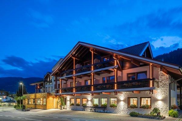 Foto estiva di presentazione Hotel Brunnerhof