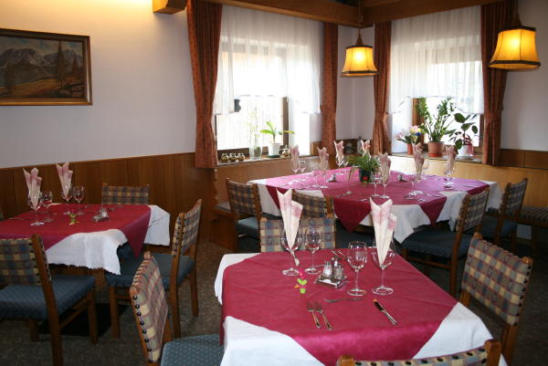 The restaurant Rasun in Valle d'Anterselva / Rasen im Antholzertal Neunhäusern / Nove Case