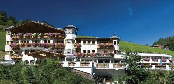 Foto estiva di presentazione Hotel Schwarzenbach