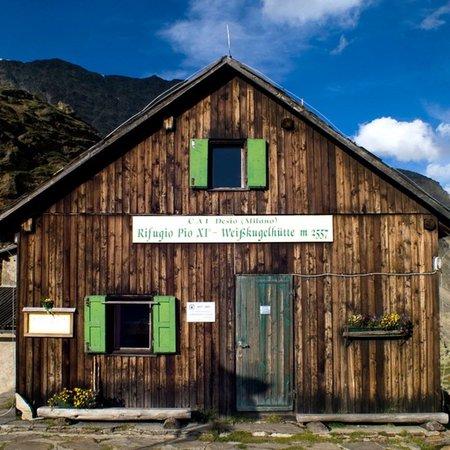 Foto Außenansicht im Sommer Weißkugelhütte