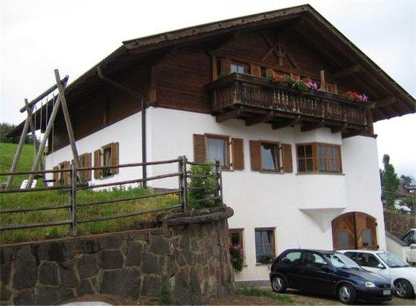 Foto estiva di presentazione Herbsthof - Appartamenti in agriturismo 2 fiori