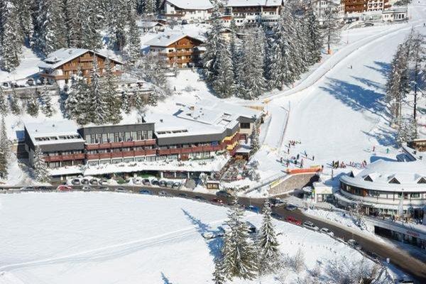 Foto esterno in inverno Sporthotel Obereggen