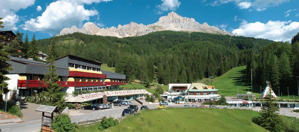 Foto esterno in estate Sporthotel Obereggen