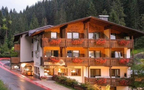 Sommer Präsentationsbild Dolomiti Hotel Adler Carezza - Hotel 3 Sterne