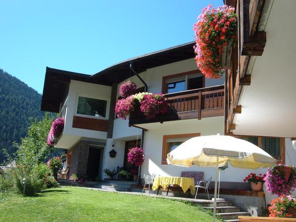 Foto esterno in estate Haus Helga