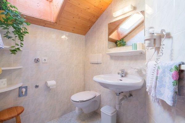 Foto del bagno Appartamenti in agriturismo Tschandlhof