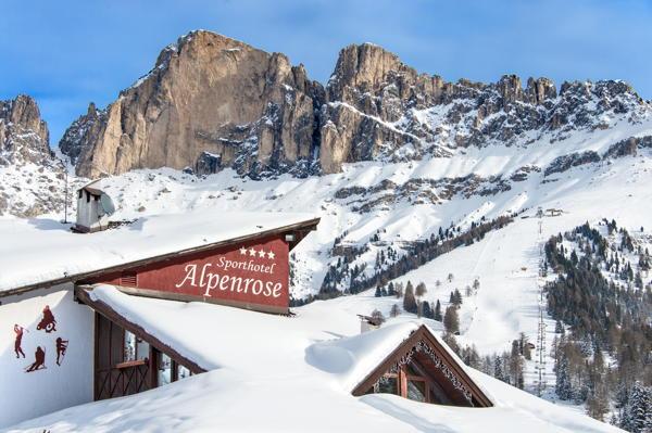 Foto esterno in inverno Sporthotel Alpenrose