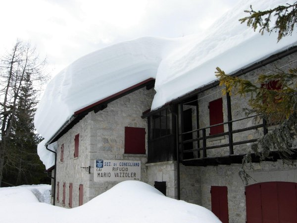 Winter presentation photo Mountain hut Vazzoler