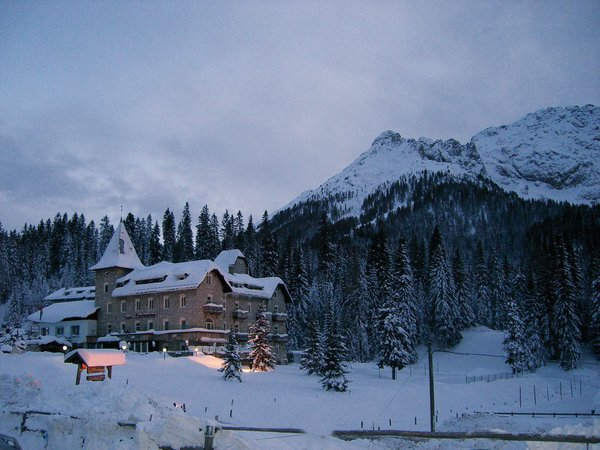 Foto esterno in inverno Castel Latemar