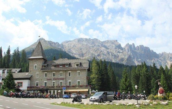 Foto estiva di presentazione Castel Latemar - Hotel 3 stelle