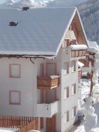 Photo exteriors in winter Ciasa Puntin