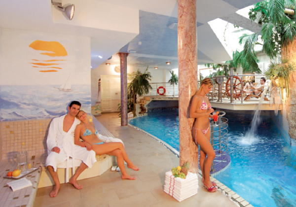 Swimming pool Hotel Aichner