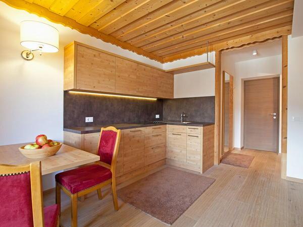 Appartamenti kriendl valdaora di mezzo plan de corones for Villa arredamenti