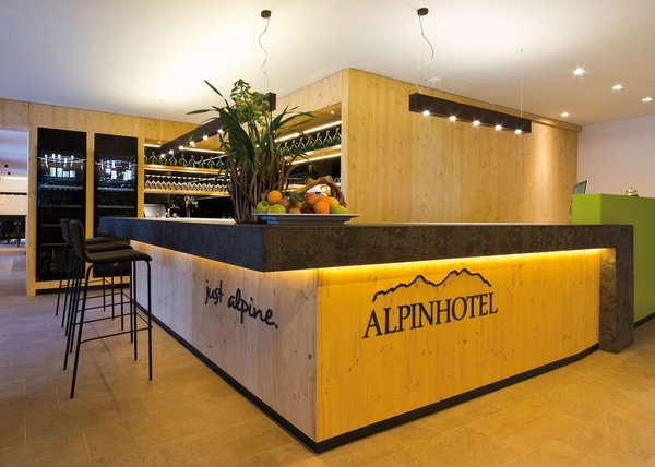 Foto del bar Alpinhotel
