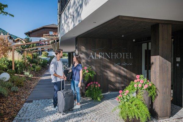 Foto esterno in estate Alpinhotel