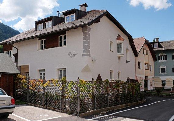 Foto esterno in estate Casa Roder