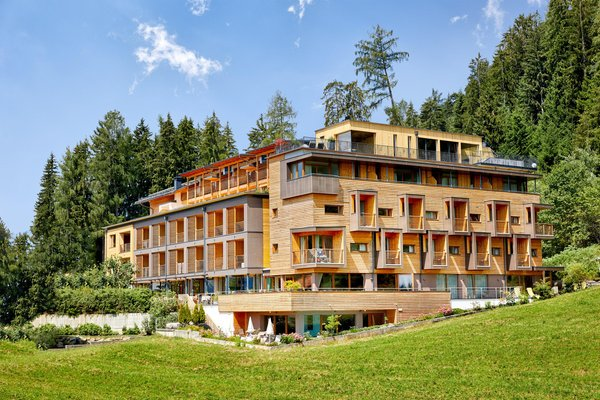 Foto esterno in estate Naturhotel Die Waldruhe