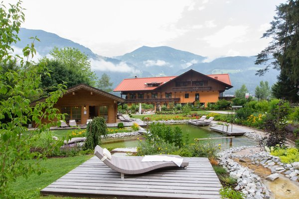 Foto estiva di presentazione Hotel Burgfrieden