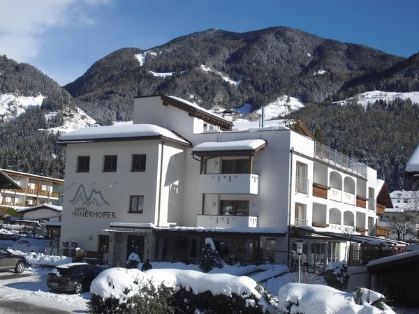 Winter Präsentationsbild Hotel + Residence Innerhofer