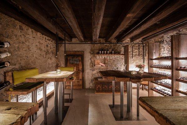 La cantina dei vini Villa Ottone Anewandter Historic Hotel