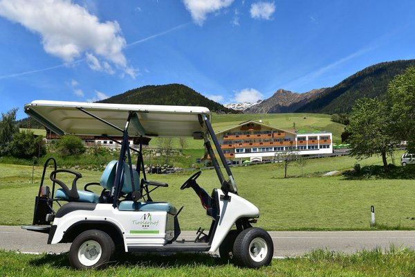 Foto Außenansicht im Sommer Tirolerhof