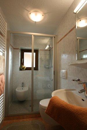 Foto del bagno Appartamenti in agriturismo Latschenhof