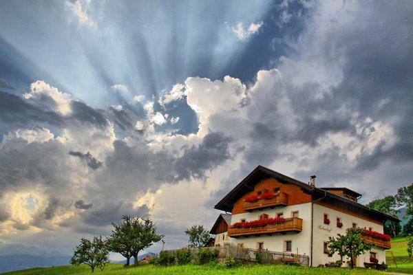 Foto esterno in estate Huberhof