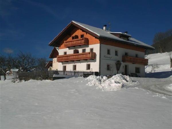 Winter Präsentationsbild Huberhof - Ferienwohnungen auf dem Bauernhof 3 Blumen