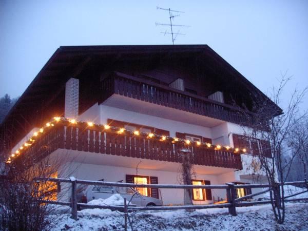 Foto Außenansicht im Winter Harrasser