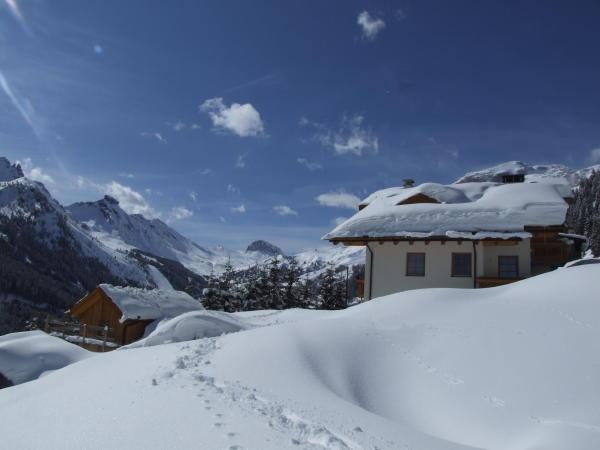 Foto esterno in inverno Chalet Zirm