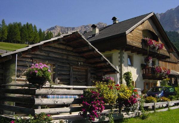 Foto esterno in estate Ciasa Rü