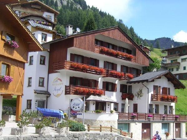 Foto estiva di presentazione Royal - Garni-Hotel 3 stelle