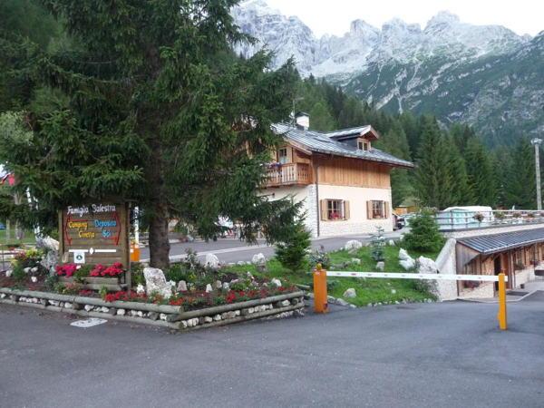 Foto esterno in estate Civetta