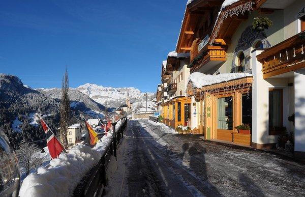 Foto esterno in inverno Cesa Padon