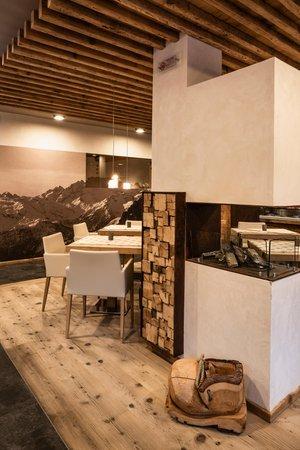 The restaurant Malga Ciapela (Marmolada) Roy