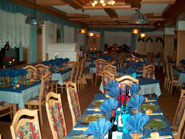 The restaurant Bosco Verde (Marmolada) Rosalpina