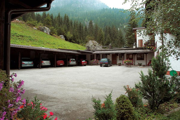 The car park Hotel Camoscio