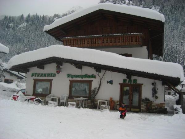 Winter presentation photo Rooms + Apartments Marmolada