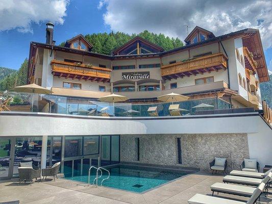 Sommer Präsentationsbild Hotel Miravalle