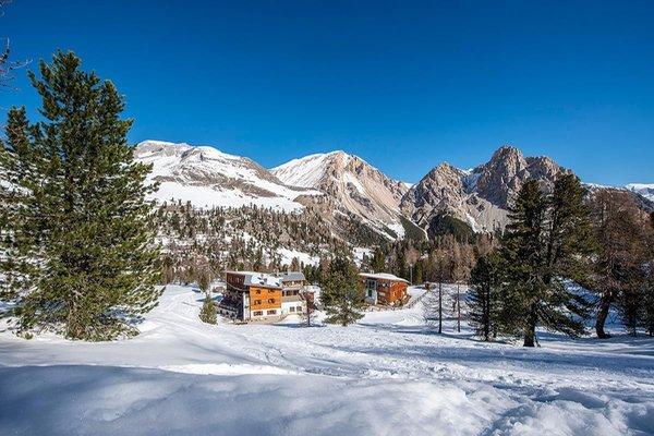 Foto invernale di presentazione Rifugio con camere Fanes