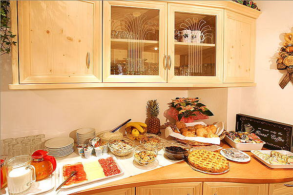 The breakfast Garni (B&B) + Apartments Horizont