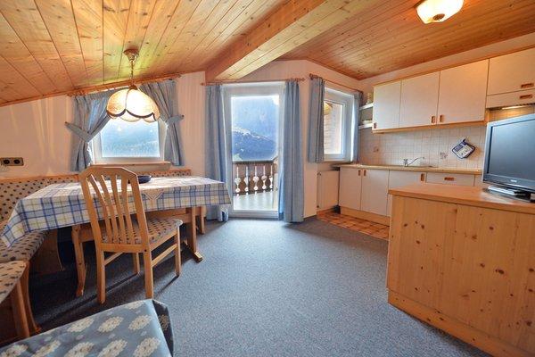 Der Wohnraum B&B + Ferienwohnungen auf dem Bauernhof Tubla