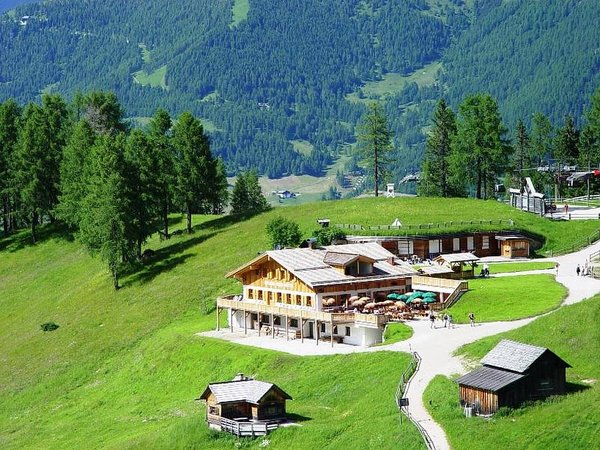 Foto estiva di presentazione Rifugio Rudi Hütte