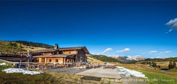 Sommer Präsentationsbild Hütte Sanon