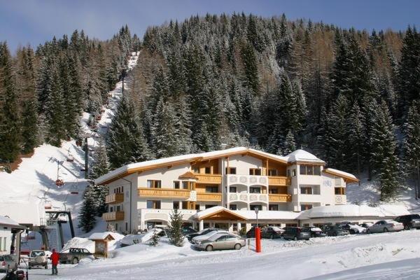 Foto invernale di presentazione Costes - Hotel 3 stelle