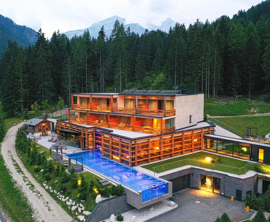 Foto estiva di presentazione Hotel Cristallo
