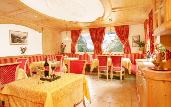 The breakfast B&B (Garni) + Apartments La Majon & Dependance